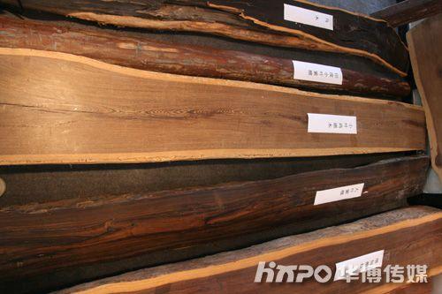 名艺名居现场展示的名贵木材